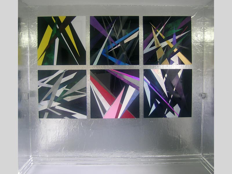 Box // Installation / Aluminumfolie / Acrylfarbe/ Autolack / Farbfolien / auf Acrylglas / 75 x 75 cm/ 2008/09