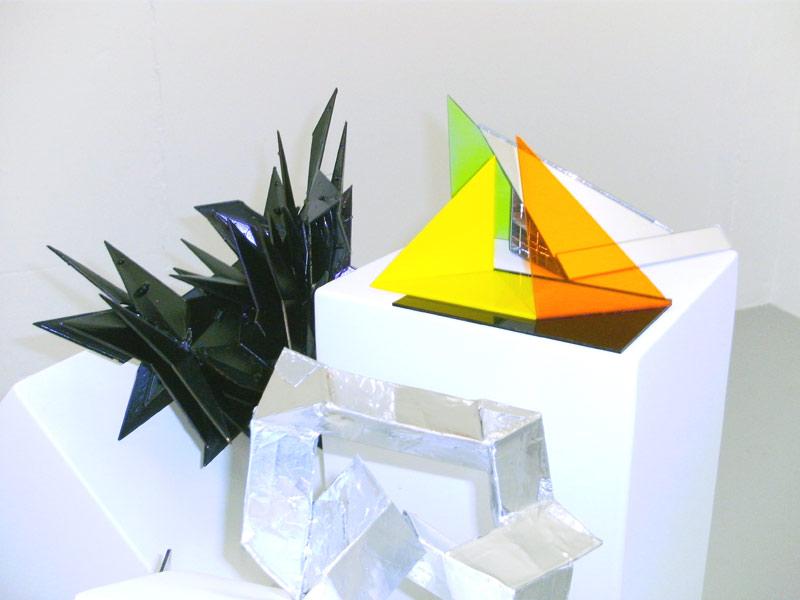 Sandra Poppe - Objekte // Acrylglas / Aluminium / Spiegel / Plastik / 2010