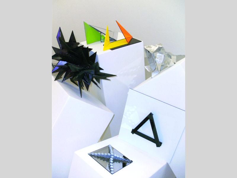 Sandra Poppe - Objekte // Acrylglas / Aluminium / Spiegel / Spiegelmosaik / Plastik / 2010