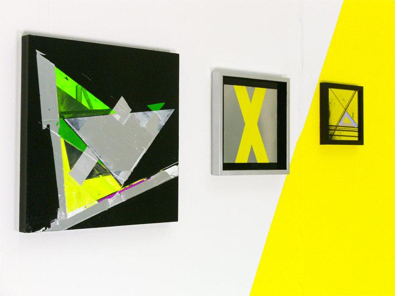 Sandra Poppe - links: Gedachte Tangente // Lack / Acryl / Alutape auf MDF / 50 x 50 cm;  rechts: X und Z // Tape auf Aluminium/ 2010